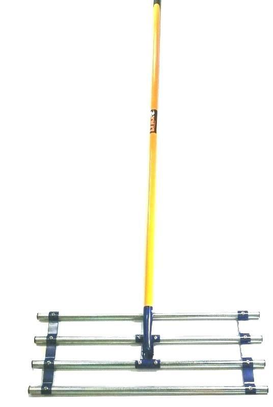 Lawn soil spreader